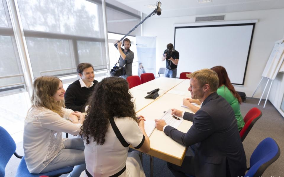 """Sur le tournage de """"Génération Apprenti(e)s"""" avec Céline, apprentie chef de projet marketing chez Air France-KLM"""