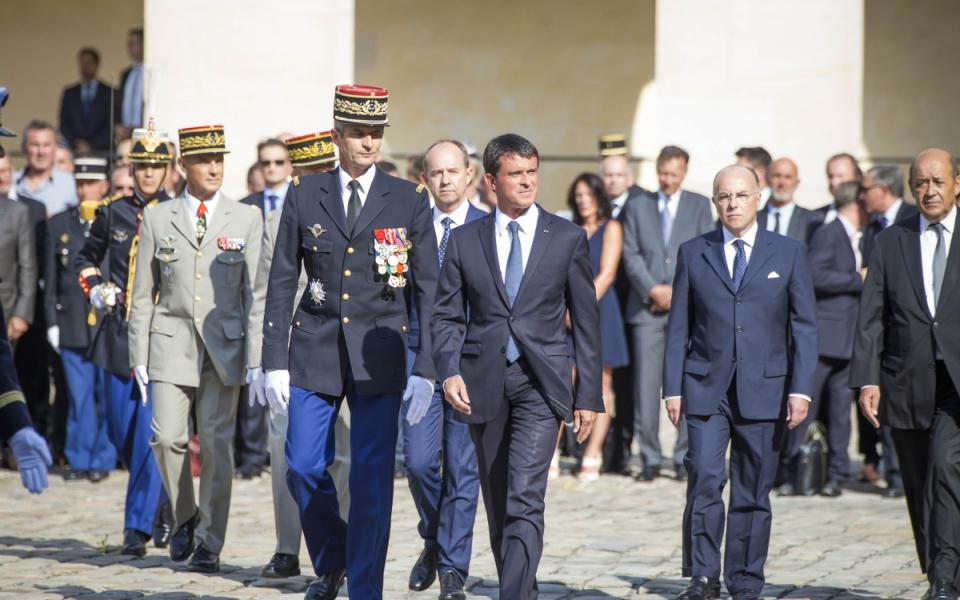 Manuel Valls et Denis Favier lors de la cérémonie d'adieu aux armes.