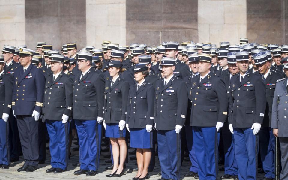 La cérémonie d'adieu aux armes du général d'armée Denis Favier.