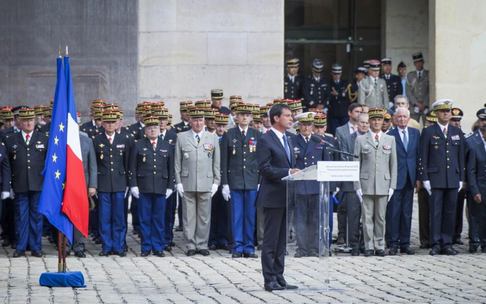 Discours de Manuel Valls lors de la cérémonie d'adieu aux armes du général d'armée Denis Favier.