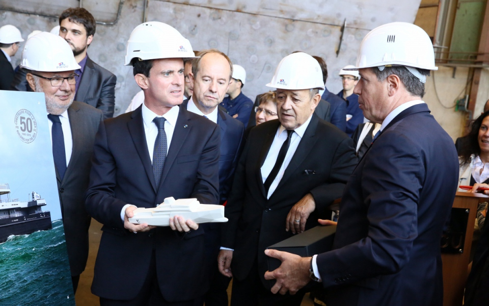 Le Premier ministre, Jean-Yves Le Drian, Jean-Jacques Urvoas et Alain Vidalies aux chantiers Piriou à Concarneau (port départemental)