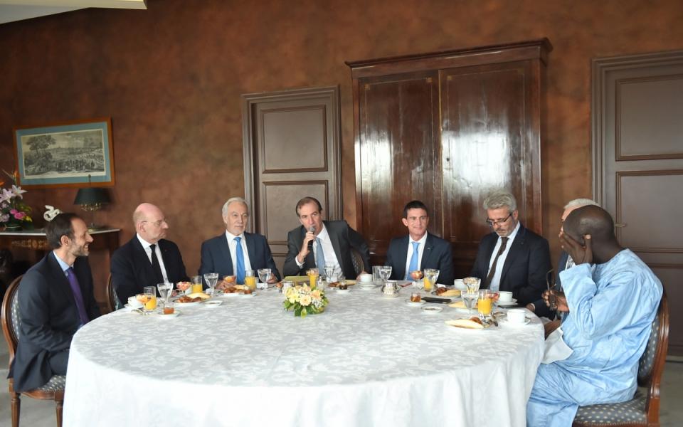 Petit-déjeuner avec des chefs d'entreprises