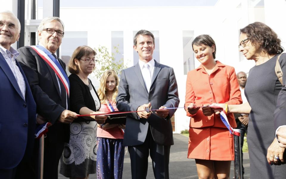 Le Premier ministre inaugure l'école Aimé-Césaire à Evry, en présence de Najat Vallaud-Belkacem