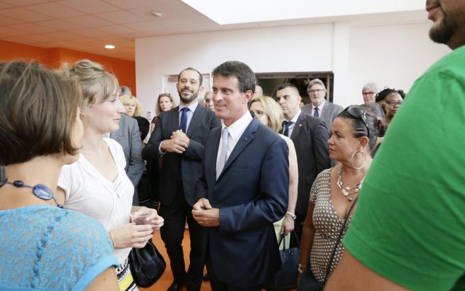 Manuel Valls rencontre le personnel éducatif