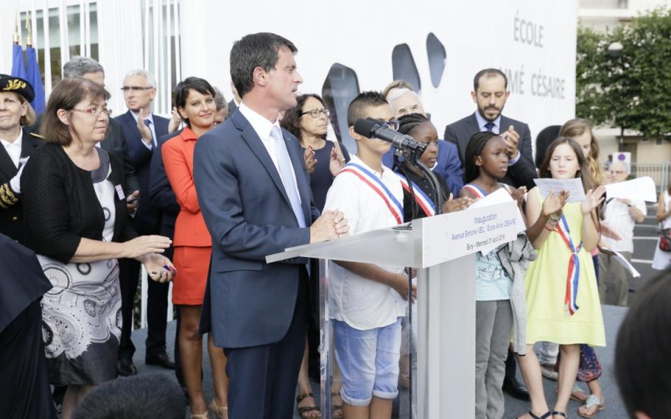 Discours du Premier ministre devant le nouvel établissement installé sur ce qui est devenu l'avenue Simone Veil, inaugurée le même jour.