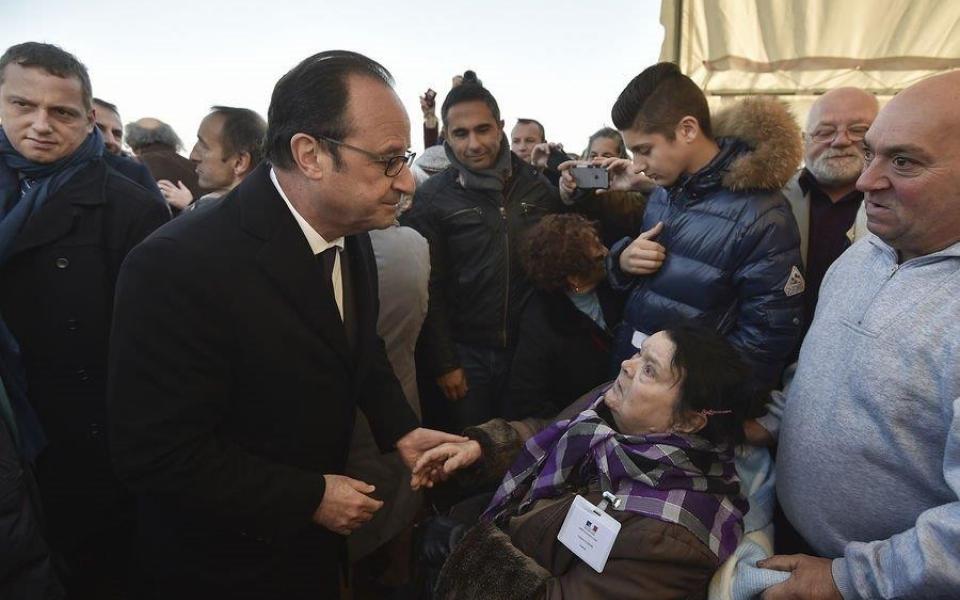 Le Président salue le public et des personnes qui ont été internées