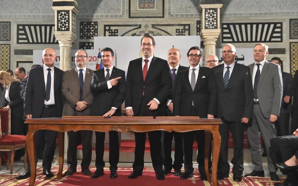 Les acteurs de la relation économique franco-tunisienne autour de Manuel Valls et de son homologue tunisien Youssef Chahed
