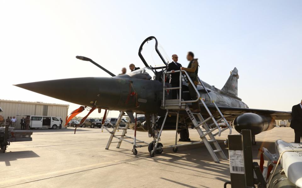 Présentation des capacités aériennes et terrestres de l'opération Barkhane