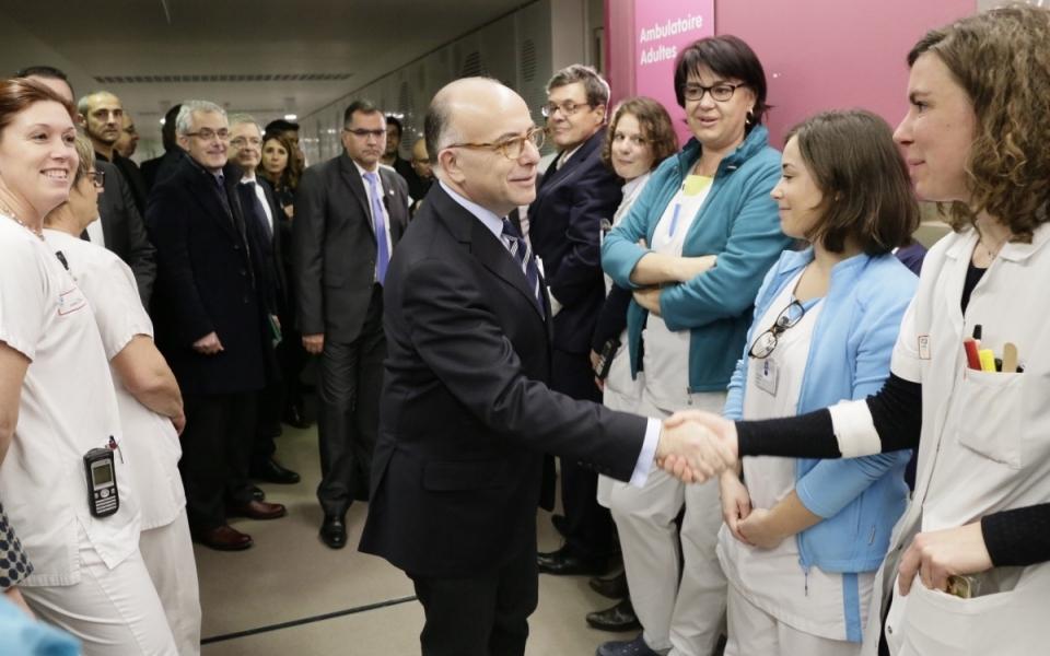 Bernard Cazeneuve rencontre le personnel du nouveau Centre Hospitalier Régional d'Orléans