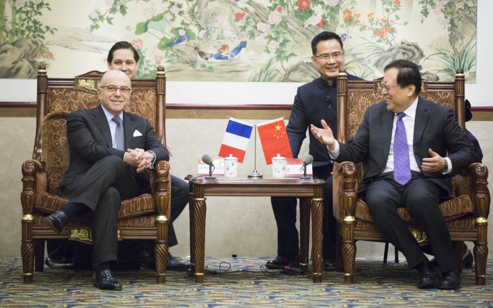 21/02 - Entretien du Premier ministre avec Hao Ping, président du conseil d'administration et secrétaire général du Parti de l'Université de Pékin