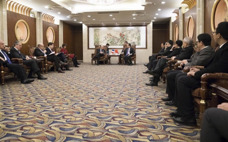 21/02 - Bernard Cazeneuve et la délégation française à l'Université de Pékin