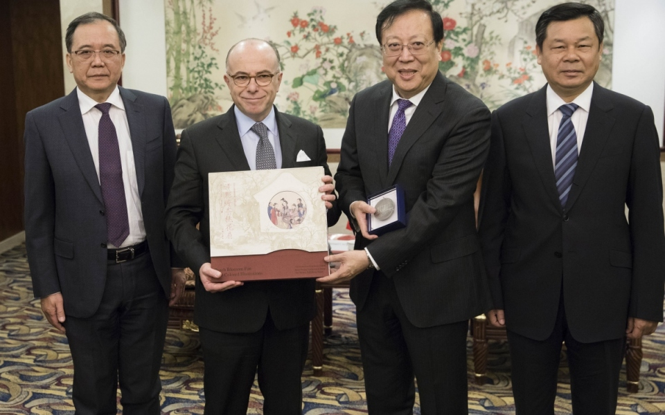 21/02 - Bernard Cazeneuve aux côtés de Hao Ping et de Lin Jianhua, président de l'Université de Pékin