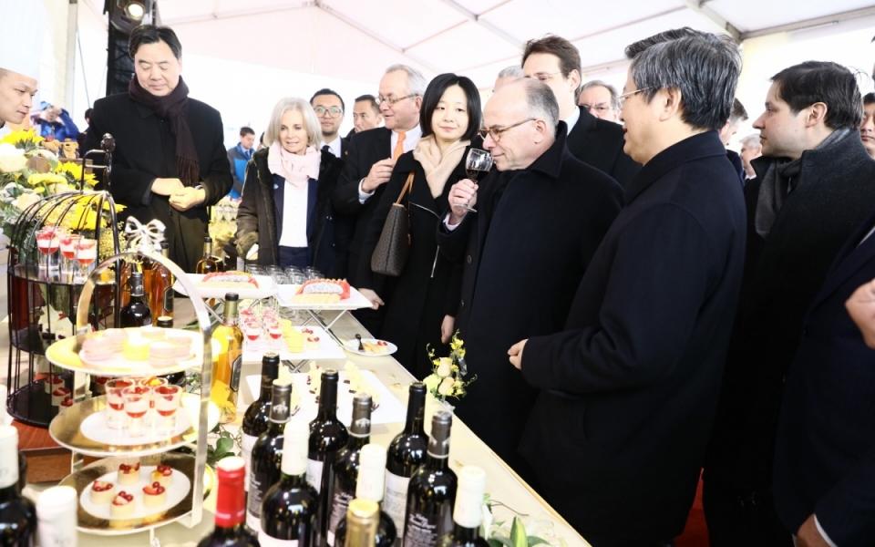 23/02 - Présentation des produits français déchargés du train Lyon-Wuhan