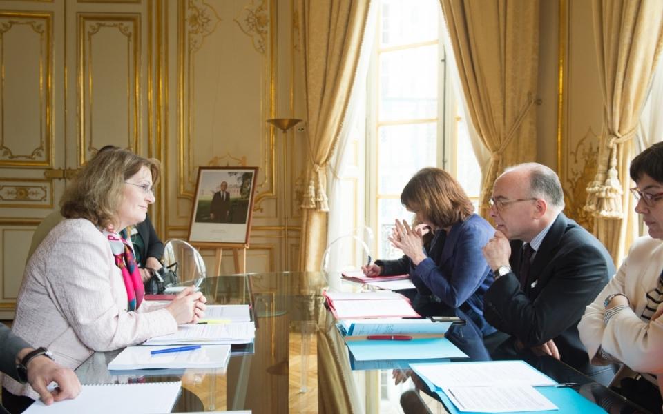 Bernard Cazeneuve aux côtés de la députée des Yvelines, Françoise Descamps-Crosnier
