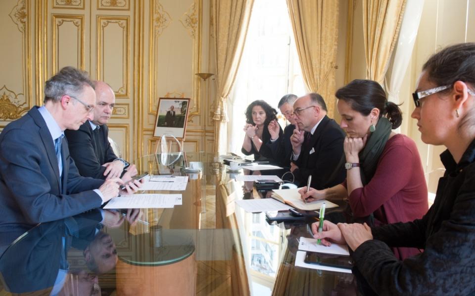Le Premier ministre reçoit le ministre de l'Intérieur pour faire le point sur les évènements à Paris et à Grasse