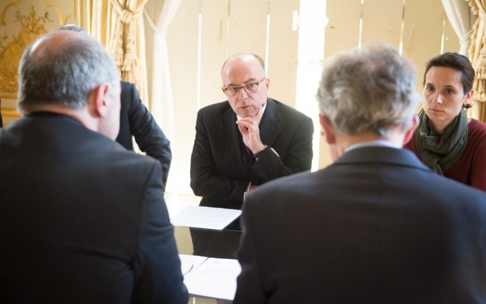 Le Premier ministre a écourté son déplacement dans la Somme pour tenir une réunion de crise