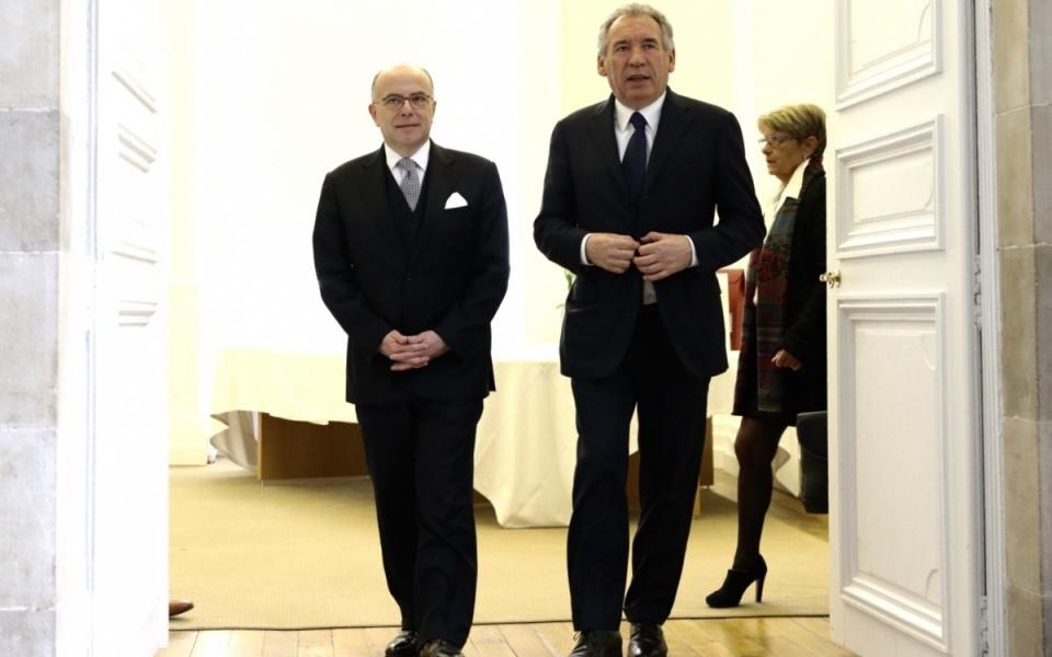 Le Premier ministre est accueilli à son arrivée par le maire de Pau, François Bayrou