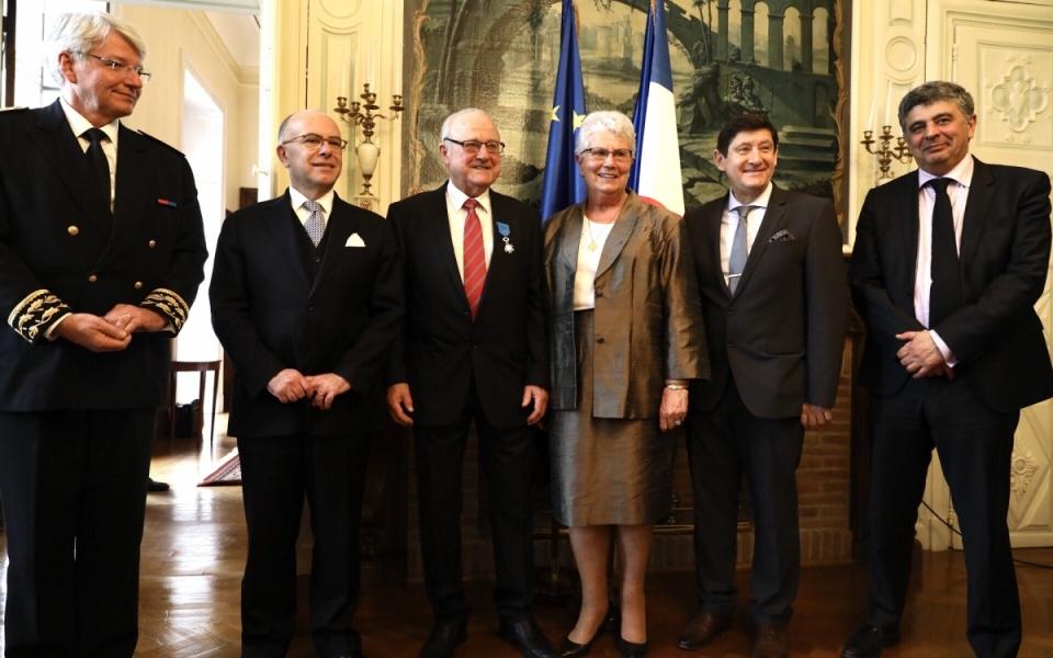 remise de l'insigne de l'Ordre National du Mérite à Bernard Molères, ancien maire d'Orthez