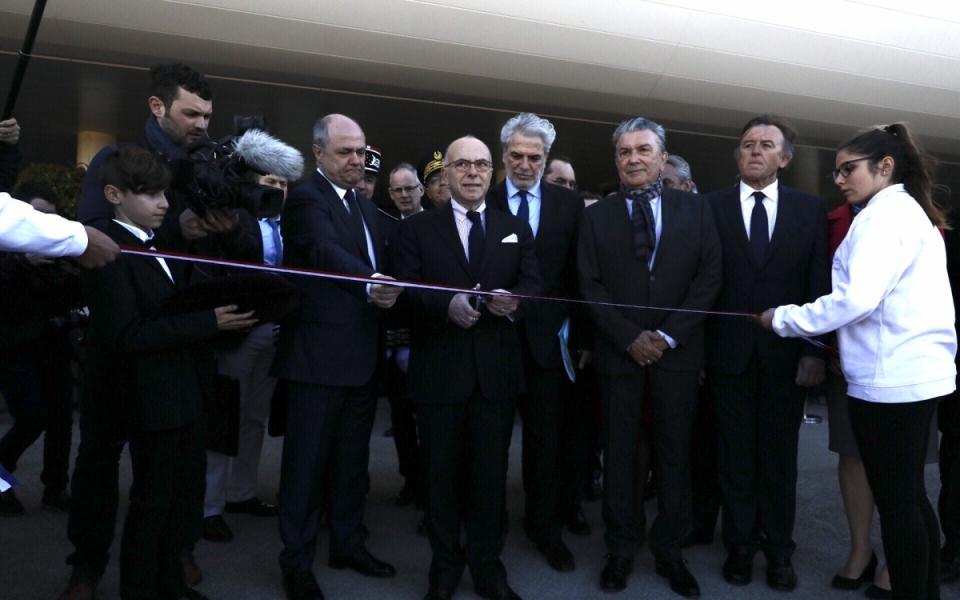 Gard - Cérémonie de la coupure du ruban à l'aéroport de Nîmes-Garons
