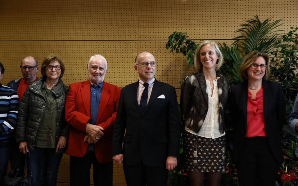 Pyrénées-Orientales - Bernard Cazeneuve et la secrétaire d'État Ségolène Neuville à la Maison Départementale des Personnes Handicapées (MDPH) à Perpignan