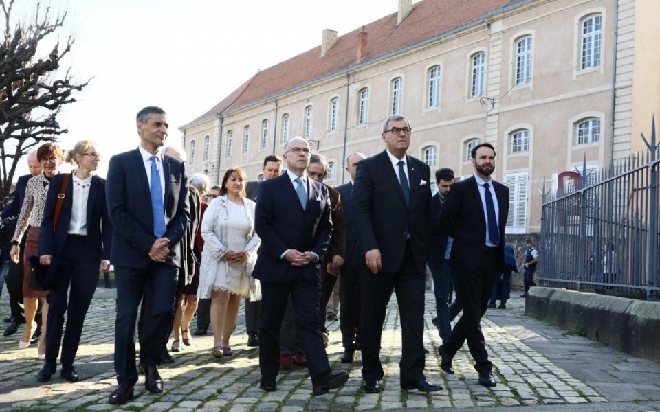 Arrivée du Premier ministre à l'Abbatiale Saint-Austremoine d'Issoire