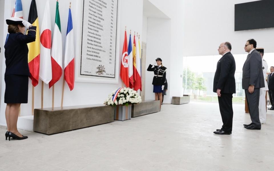 07/04 - Dépôt de gerbe au musée du Bardo en hommage aux victimes de l'attaque terroriste du 18 mars 2015