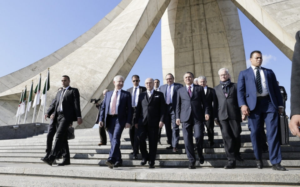 06/04 - Départ à pied du Premier ministre et de la délégation française