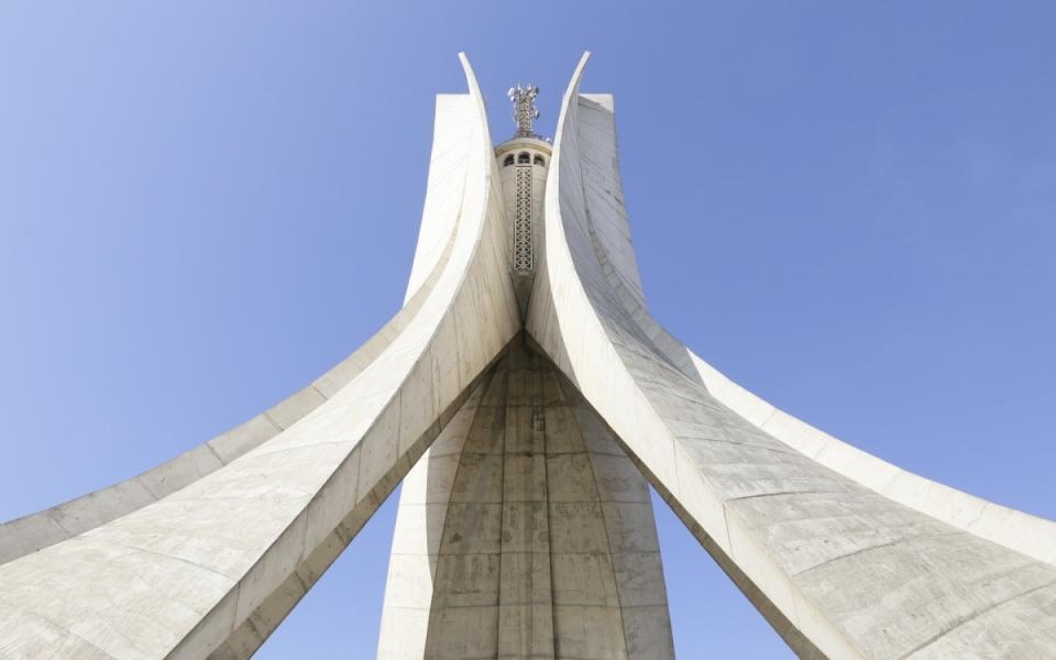 06/04 - Le Premier ministre s'est rendu au Monument des Martyrs à Alger