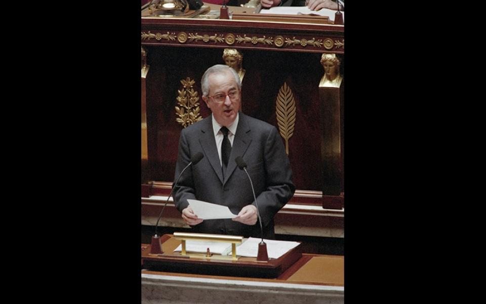 """""""Telle est la mission qui nous est impartie : orienter la France vers le renouveau. Mais ce n'est pas tout et notre conception de la République nous impose des devoirs : celui de pratiquer la tolérance et le respect d'autrui ; celui de rester ouverts aux autres, attentifs aux propositions, d'où qu'elles viennent ; celui en somme de rassembler tous les Français. Renouveau, tolérance, rassemblement, tels sont les principes de l'action du gouvernement."""" Edouard Balladur, 8 avril 1993"""