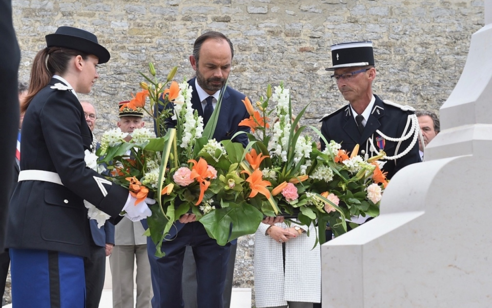 Édouard Philippe, Premier ministre, devant la tombe du Général de Gaulle