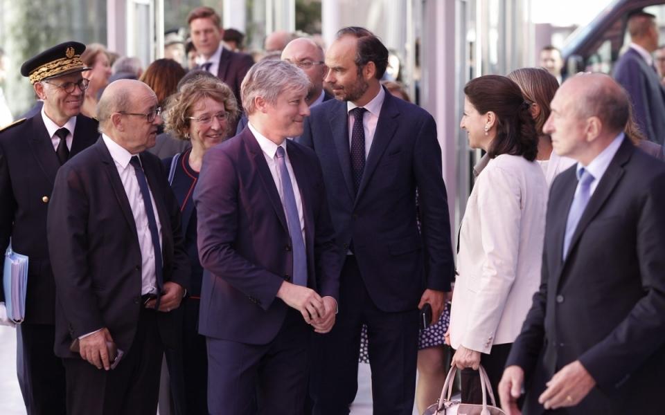 Le Premier minsitre entouré de plusieurs membres du Gouvernement, lors du séminaire gouvernemental qui a commencé le 30 juin