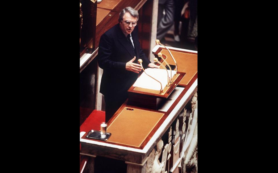 « Le 10 mai, François Mitterrand avait rendez-vous aec l'Histoire. La gauche avait, de nouveau, rendez-vous avec la République. La France et la gauche marchent désormais d'un même pas. L'élection du premier Président socialiste de la Ve République ouvre la voie du renouveau » Pierre Mauroy, 8 juillet 1981