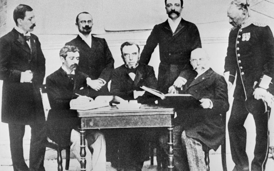Premier Comité international olympique à Athènes (1896) - Pierre de Coubertin assis à gauche