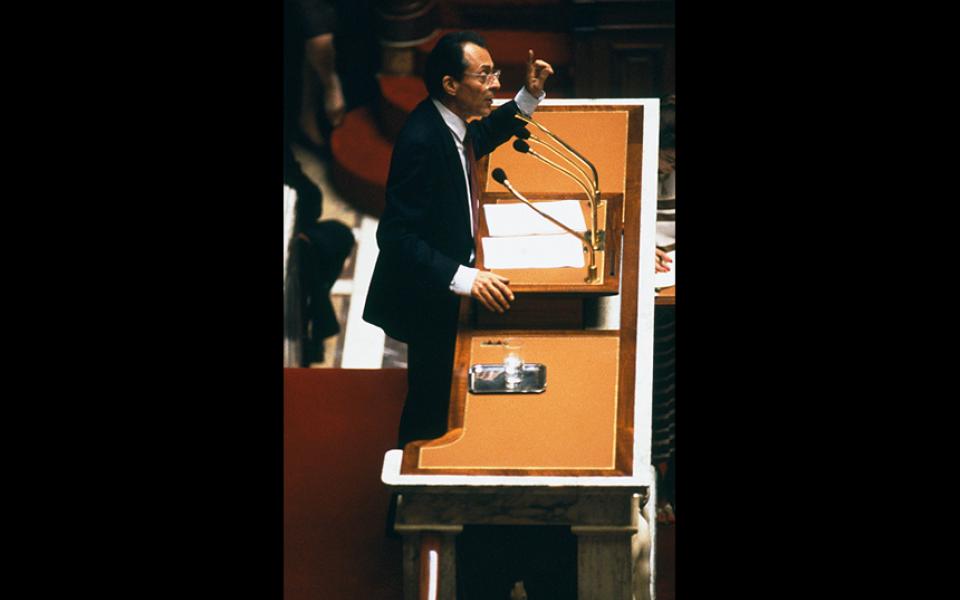 """""""Je rêve d'un pays où l'on se parle à nouveau. Je rêve de villes où les tensions soient moindres. Je rêve d'une politique où l'on soit attentif à ce qui est dit, plutôt qu'à qui le dit. Je rêve tout simplement d'un pays ambitieux dont tous les habitants redécouvrent le sens du dialogue – pourquoi pas de la fête ? – et de la liberté."""" Michel Rocard, 29 juin 1988"""