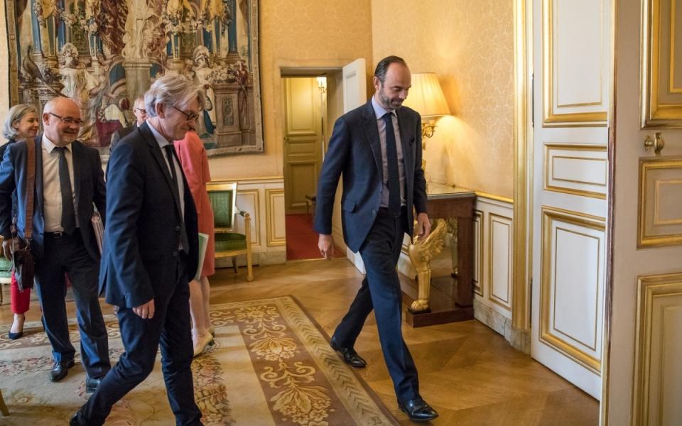 25/07 - Le Premier ministre accueille Jean-Claude Mailly, Secrétaire général de FO, lors de son arrivée à l'Hôtel de Matignon