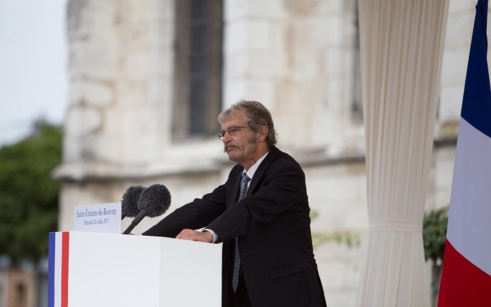 Le député Hubert Wulfranc, ancien maire de Saint-Étienne-du-Rouvray a pris la parole pour rendre hommage