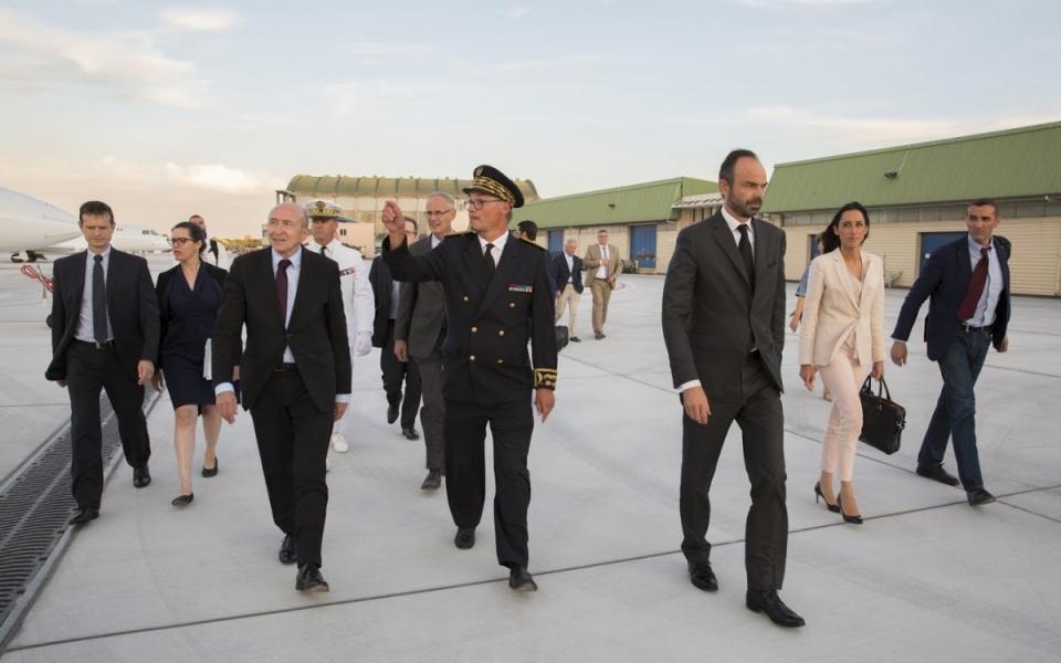 Édouard Philippe aux côtés du ministre d'État, Gérard Collomb, et de la secrétaire d'État, Brune Poirson
