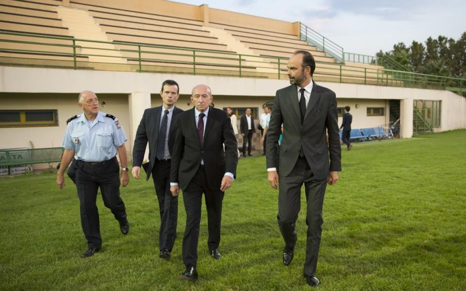 Le Premier ministre et le ministre de l'Intérieur aux côtés des unités de gendarmerie présentes sur le terrain