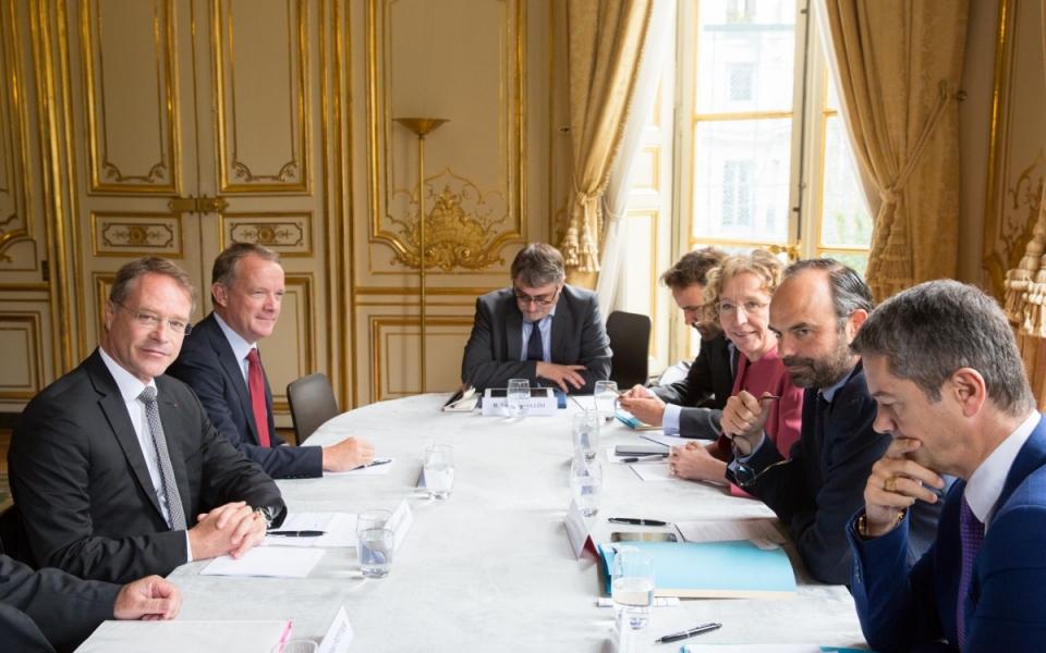 25/07 - Édouard Philippe échange avec François Asselin à l'Hôtel de Matignon