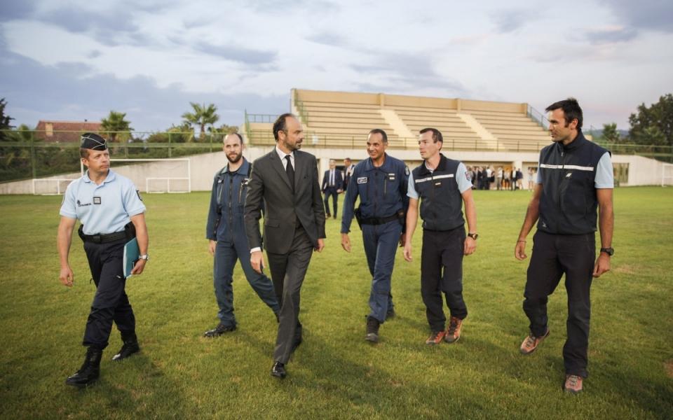 Le Premier ministre et la section aérienne de la gendarmerie de Dignes-les-Bains