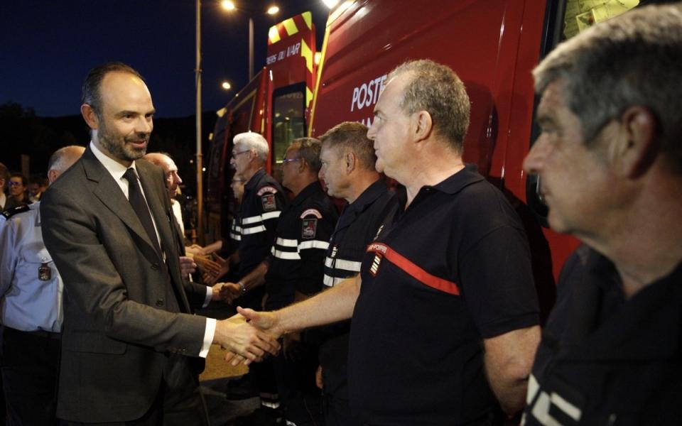 Le Premier ministre a rencontré les soldats du feux mobilisés dans le Var