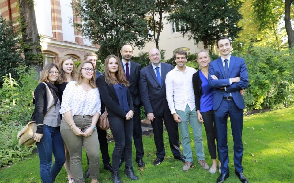 Le Premier ministre aux côtés de l'équipe lauréate du prix ECOTROPHELIA 2017