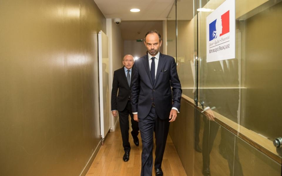 Arrivée d'Édouard Philippe et Gérard Collomb à la cellule interministérielle de crise