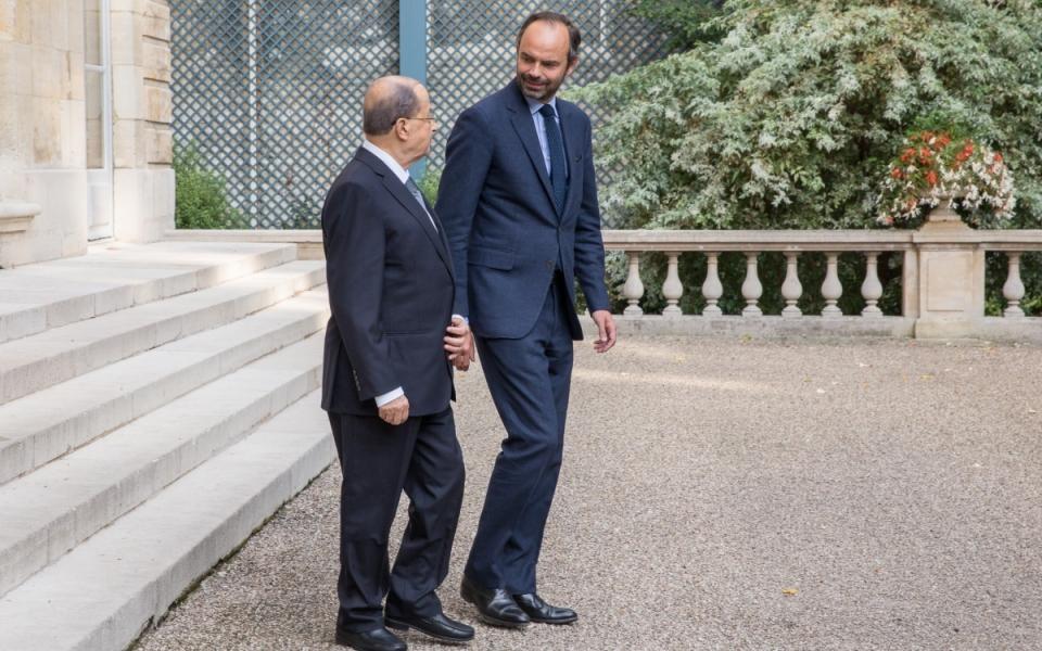 Édouard Philippe et Michel Aoun descendent au jardin de Matignon