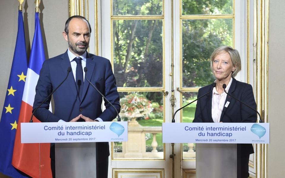 Le Premier ministre, Édouard Philippe, et Sophie Cluzel chargée des Personnes handicapées auprès du Premier ministre