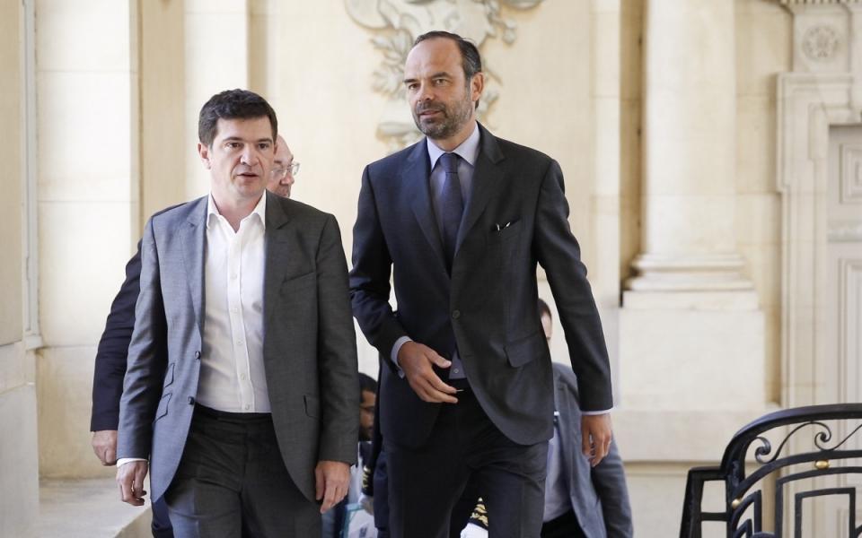 Édouard Philippe est accueilli par Benoist Apparu, maire de Châlons-en-Champagne, lors de son arrivée