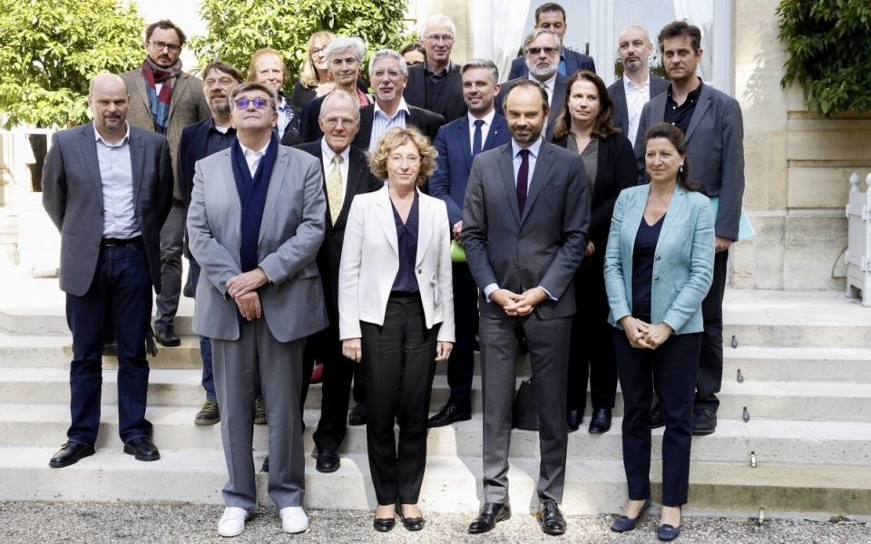 Édouard Philippe, Muriel Pénicaud et Agnès Buzyn aux côtés des acteurs associatifs de lutte contre la pauvreté et l'exclusion