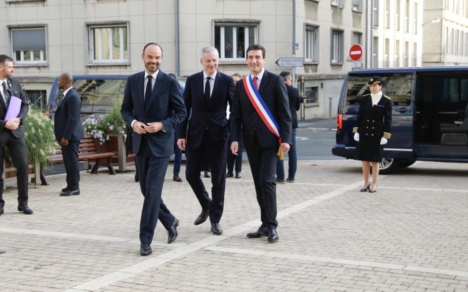 Arrivée du Premier ministre et du ministre de l'Économie et des Finances