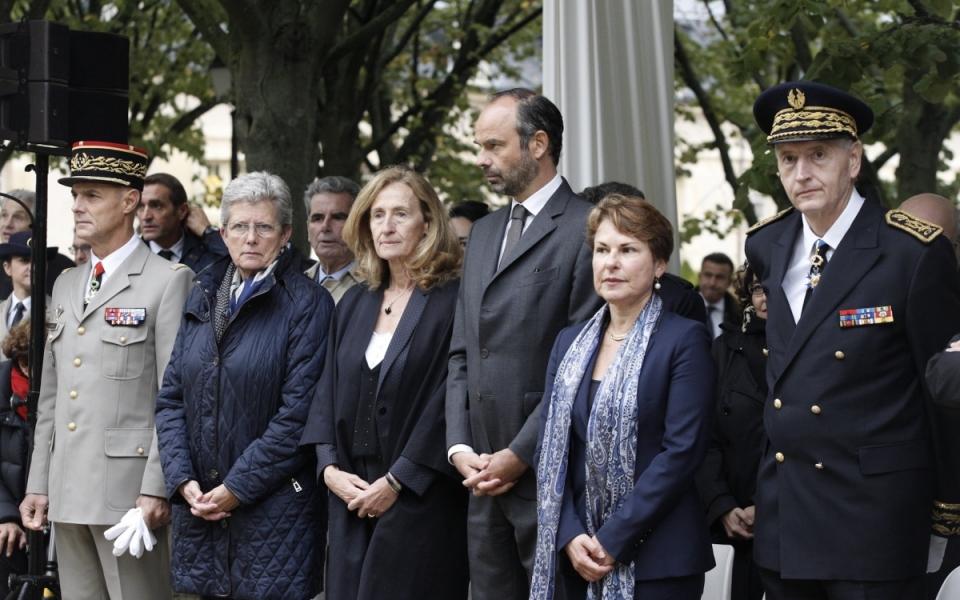 Le Premier ministre, Édouard Philippe, en compagnie de la garde des Sceaux, Nicole Belloubet. (à sa droite) et d' Élisabeth Pelsez, déléguée interministérielle chargée de l'Aide aux victimes d'attentat (à sa gauche)