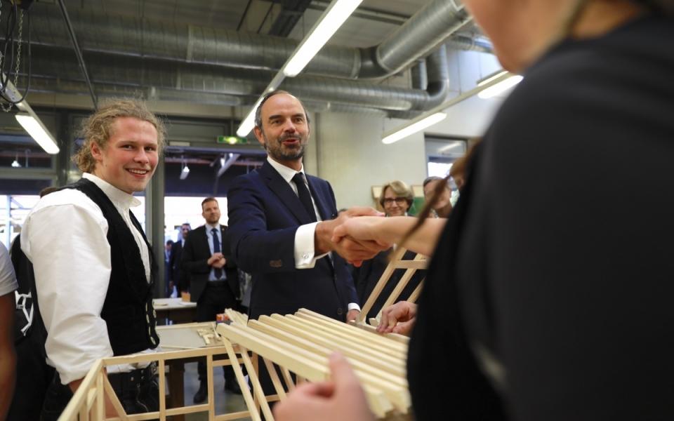 Édouard Philippe en visite à la la Knobelsdorff-Schule, un centre d'apprentissage spécialisé dans le bâtiment, situé à Berlin.